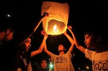 10th December solidarity paper lanterns in Caravaca de la Cruz