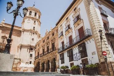 Antigua Colegiata de San Patricio y sus Tres Plazas - festivos