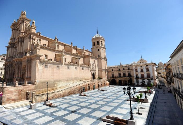 Antigua Colegiata de San Patricio y sus Tres Plazas en Navidad