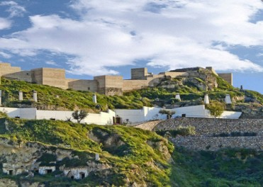 Every Saturday and Sunday guided tour of the Puerto Lumbreras Medina Nogalte cave and castle complex