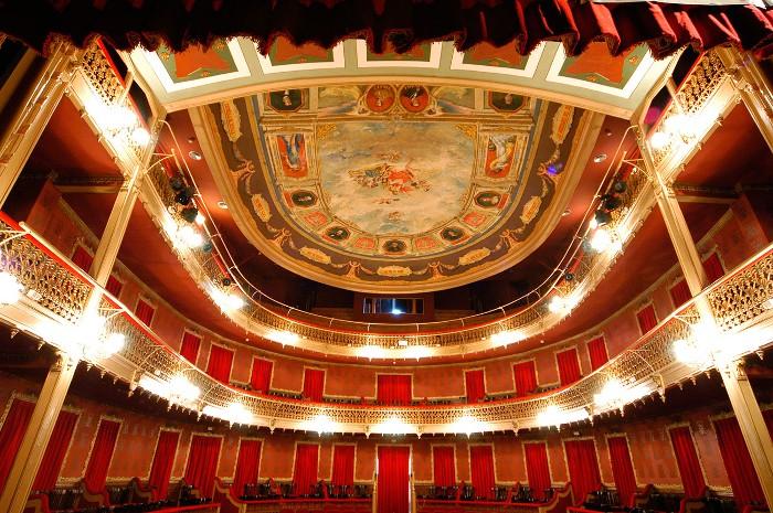 Casco Histórico (con interior del Teatro s.XIX y Casa del artesano s. XVI)
