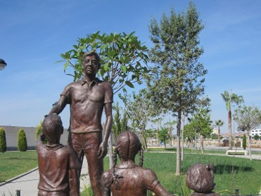 ESCULTURA MONUMENTO AL RECUERDO