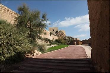 Acceso libre al recinto amurallado del Castillo