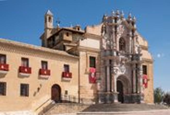 Paseo por la Ciudad Santa de Caravaca de la Cruz.