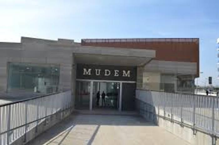 Visita guiada al MUDEM (Museo del Enclave de la Muralla) Sábados.